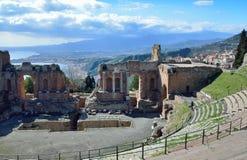 Oude ruïnes op de Siciliaanse kust Stock Foto's