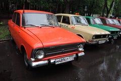Oude Russische auto's van verschillende kleuren Stock Afbeelding