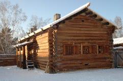 Oude Russische logboekhut royalty-vrije stock fotografie