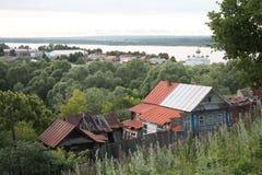 Oude Russische stad op Volga rivier Stock Foto's