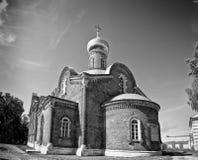 Oude Russische zwart-witte kerk Stock Fotografie
