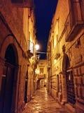 Oude 's nachts stad Stock Afbeeldingen