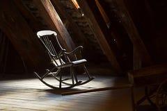 Oude Schommelstoel stock afbeeldingen