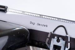 Oude schrijfmachine met de geschreven tekstbovenkant - geheim royalty-vrije stock foto