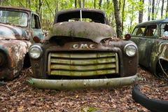 Oude Schrootvrachtwagen stock afbeeldingen