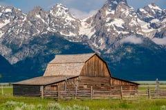 Oude schuur in de Bergen van Grand Teton Royalty-vrije Stock Foto's