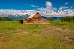 Oude schuur in de Bergen van Grand Teton Royalty-vrije Stock Afbeeldingen
