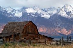 Oude schuur dichtbij Grote Tetons Royalty-vrije Stock Foto
