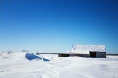 Oude schuur en sneeuwafwijkingen, Canada Stock Afbeeldingen