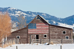 Oude Schuur met Amerikaanse Vlag Royalty-vrije Stock Foto's