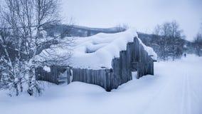 Oude schuur met sneeuw Stock Foto