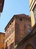 Oude Sienna Brick Building royalty-vrije stock afbeeldingen