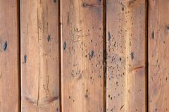 Oude sjofele uitstekende houten raad royalty-vrije stock foto
