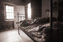 Oude slaapkamer slechte levensstijl Stock Afbeeldingen