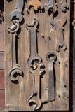 Oude sleutels voor het maken van slotenmakerreparaties Toebehoren in een oude hom royalty-vrije stock foto