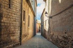 Oude smalle straatmening van middeleeuwse Girona Catalonië, Spanje Royalty-vrije Stock Afbeeldingen
