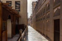 Oude smalle straten van de oude oostelijke stad stock afbeelding