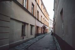 Oude smalle Vilnius-straat stock afbeeldingen