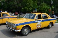 Oude Sovjetpolitiewagen gaz-24 ` Volga ` Stock Afbeelding