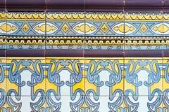 Oude Spaanse ceramiektegelsmuur Stock Foto's