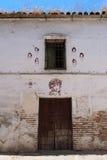 Oude Spaanse geschilderde muur Stock Afbeeldingen