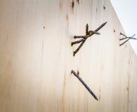 Oude spijkers op houten Stock Afbeeldingen