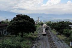 Oude spoorweg in een kleine stad Stock Foto