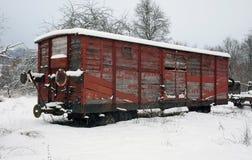 Oude spoorwegauto in de wintertijd Royalty-vrije Stock Foto's