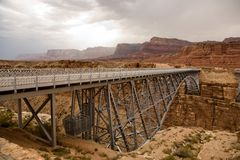 Oude spoorwegbrug over marmeren canion Stock Foto