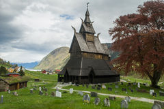 Oude staafkerk van Hopperstad stock foto's
