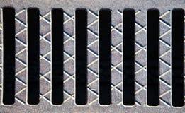 Oude staalgrill op een zwarte achtergrond Stock Afbeeldingen