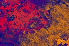 Oude staaloppervlakte met gekleurde vlekken, geweven achtergrond stock foto's
