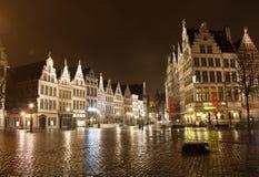 Oude stad in Antwerpen - België - bij nacht stock afbeelding