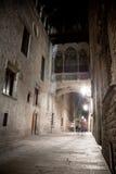 Oude stad bij nacht met steen Royalty-vrije Stock Afbeelding