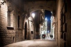 Oude stad bij nacht met steen Stock Foto