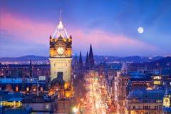Oude stad Edinburgh en het kasteel van Edinburgh stock foto's