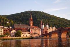 Oude stad en stadsbrug in Heidelberg Stock Afbeelding