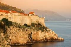 Oude stad en stadsmuren dubrovnik Kroatië stock afbeeldingen