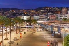 Oude stad en weg van Genua bij nacht, Italië Stock Fotografie