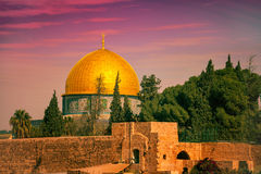 Oude stad Jeruzalem bij zonsondergang royalty-vrije stock fotografie