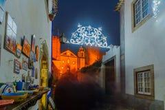 Oude stad, met Kerstmisdecoratie, Obidos Stock Foto's