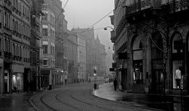 Oude stad op nevelige ochtend Stock Afbeelding