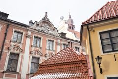 Oude stad, stadscentrum, volkeren en architectuur Straten en aard stock foto
