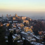 Oude stad van Bergamo in de wintertijd van Italië stock fotografie