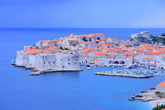 Oude stad van Dubrovnik bij schemer Royalty-vrije Stock Afbeeldingen