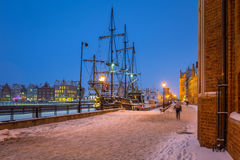 Oude stad van Gdansk bij Motlawa-rivier in de winter, Polen Stock Foto