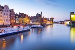 Oude stad van Gdansk met oude kraan bij nacht Stock Foto