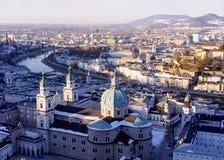 Oude stad van Hohensalzburg-kasteel en Kathedraal in Salzburg stock afbeelding