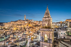 Oude stad van Matera bij schemer, Basilicata, Italië stock fotografie