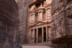 Oude Stad van Petra en Schatkistingang met vele lagen  Stock Afbeelding